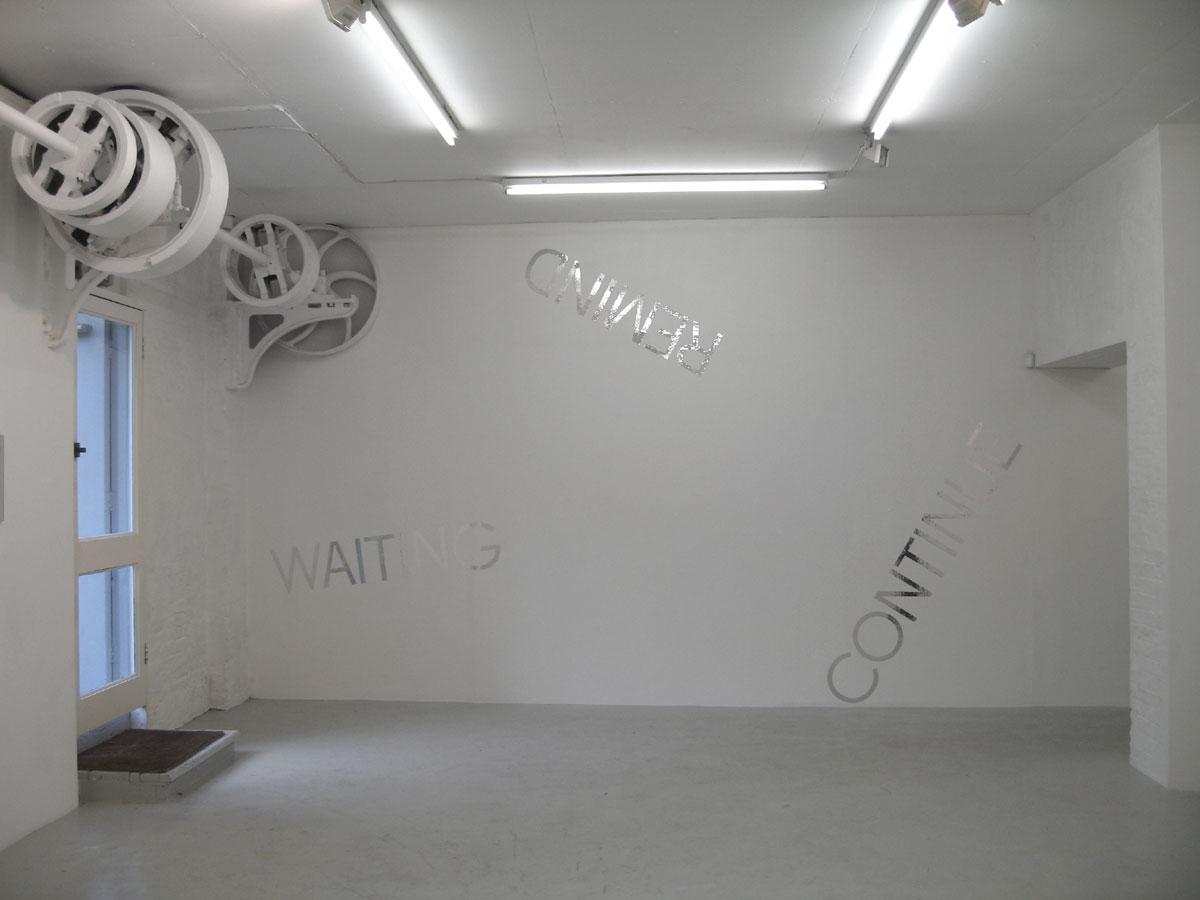 Robert-Barry-installation-3.jpg